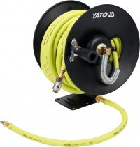 Pneumatic hose on reel